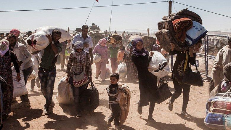 Syrian Kurdish refugees cross into Turkey from Syria, near the town of Kobani. © UNHCR / I. Prickett