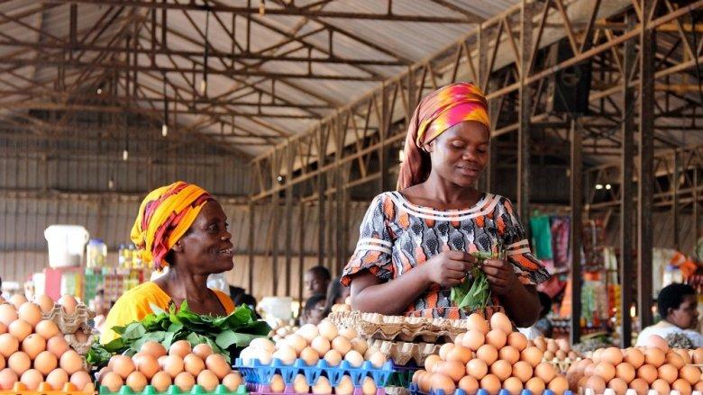 Rwandan women selling eggs to people visiting the Kimironko market in Rwanda's capital city. Photo: © Sarine Arslanian/shutterstock